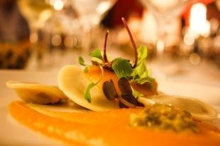 Ravioli de foie con crema de calabaza y ralladura de lima