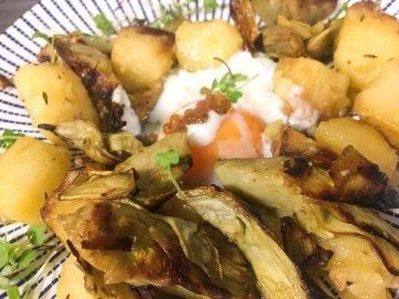 Alcachofas salteadas con huevo poché trufado SOBEJANO CATERING